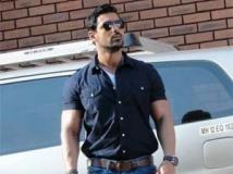 https://telugu.filmibeat.com/img/2013/02/12-john-abraham-300.jpg