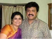 https://telugu.filmibeat.com/img/2013/03/20-ganesh-wife-yamini-300.jpg