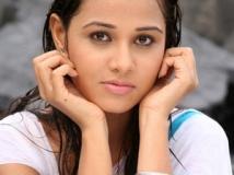https://telugu.filmibeat.com/img/2013/08/14-nisha-kothari.jpg