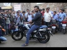 http://telugu.filmibeat.com/img/2017/02/1486554502-bollywood-actor-rana-daggubati-buys-baja-v-bike-promote-film-ghazi-attack-09-1486642595.jpg