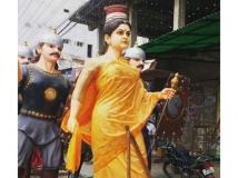 https://telugu.filmibeat.com/img/2017/07/sivagami-statue-671-28-1501229462.jpg