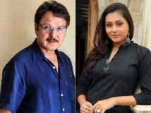 https://telugu.filmibeat.com/img/2017/10/sarath-babu-namitha-home-16-1508164157.jpg