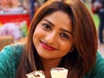 https://telugu.filmibeat.com/img/2019/05/ruchita-ram-1-1559142139.jpg