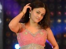 https://telugu.filmibeat.com/img/2019/06/sneha-ullal-652-1559571241.jpg
