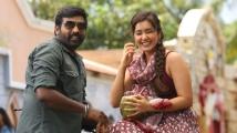 http://telugu.filmibeat.com/img/2020/10/rashi-khann-vijay-sethupathi-1-1603176981.jpg