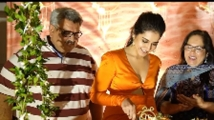 http://telugu.filmibeat.com/img/2020/12/rashi-parents-333-1607249639.jpg