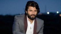 https://telugu.filmibeat.com/img/2021/01/vijaydevarakonda1-1611127569.jpg