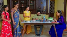 https://telugu.filmibeat.com/img/2021/06/kartheeka-deepam-monitha-2-1624255933.jpg
