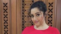 https://telugu.filmibeat.com/img/2021/06/meena-heroine-244-1623244727.jpg