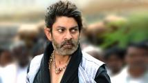 https://telugu.filmibeat.com/img/2021/08/jagapathi-babu-4444-1629886104.jpg
