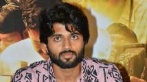 https://telugu.filmibeat.com/img/2021/09/vijay-deverakonda-636-1632478176.jpg