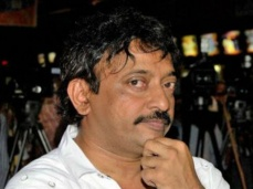 షాకింగ్: 'గాడ్ సెక్స్ అండ్ ట్రూత్' వ్యతిరేకిస్తున్న వారిని చితకబాదిన వర్మ!