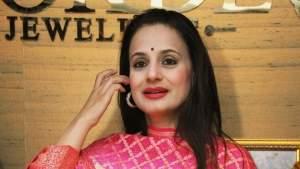 అమీషా పటేల్ 2.5 కోట్ల చీటింగ్.. ఘాటుగా స్పందించిన పవన్ కల్యాణ్ హీరోయిన్!