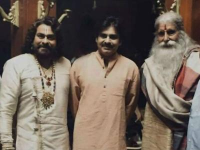 బిగ్బీతో పవన్ కల్యాణ్.. సైరా షూటింగ్ ఫోటో లీక్..